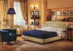 легло Chesterfield в златен цвят